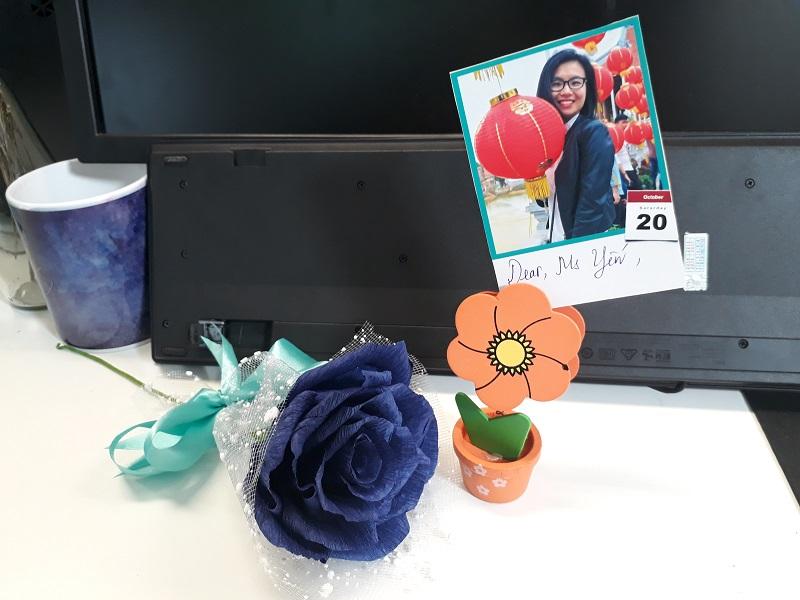 Món quà nho nhỏ trên bàn làm việc mỗi chị em